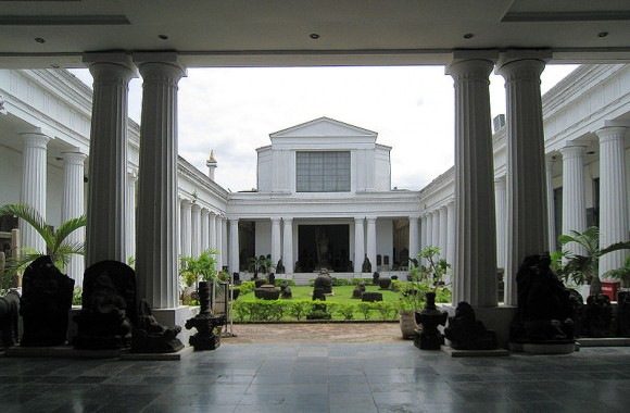 Museum Nasional Courtyard by Gunkarta Gunawan Kartapranata (creative commons)