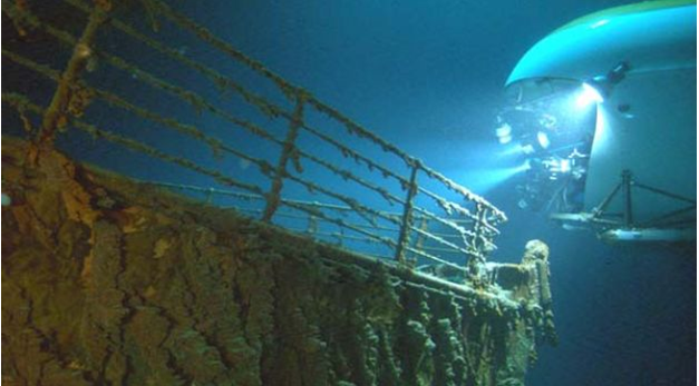 Copyright: http://ww2.hdnux.com/photos/10/22/27/2172353/5/628x471.jpg Mir Submersible exploring Titanic