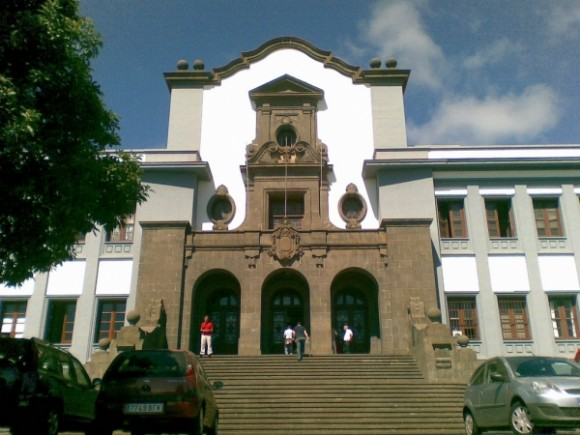 University-of-La-Lagunas-former-main-building-Tene