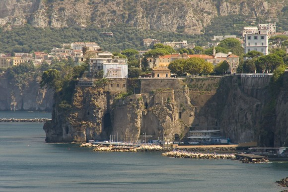 Cliff-side Homes in Sorrento, Italy by spinkney (Creative Commons)