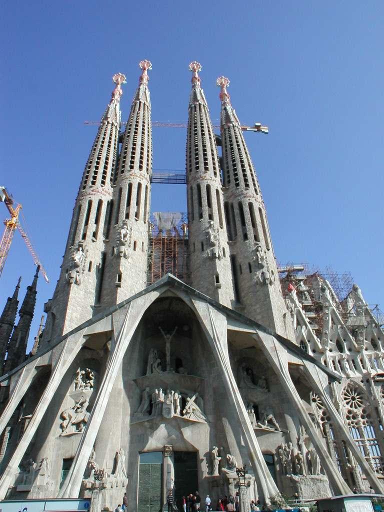 Sagrada-Familia-Barcelona-01