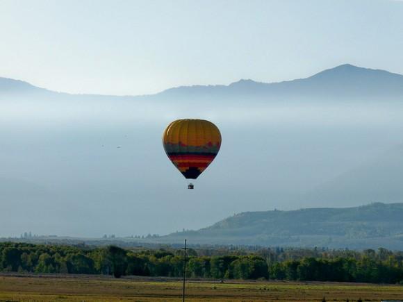 Hot air balloon by carolynconner (Creative Commons)
