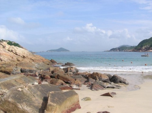 Shek-O-Beach-Hong-Kong-by-Alanmak-Creative-Commons
