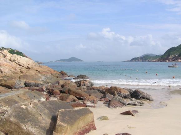Shek-O-Beach-Hong-Kong-by-Alanmak-Creative-Commons