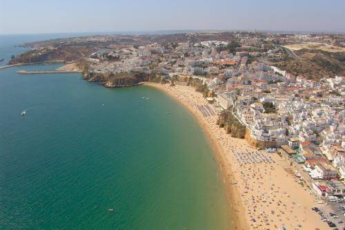 Falesia Beach, Albufeira, Algarve, Portugal (Creative Commons)
