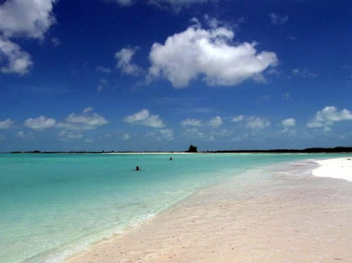 Cayo Largo, Isla de la Juventud, Cuba. Author Luca Nebuloni. Licensed under Creative Commons Attribution